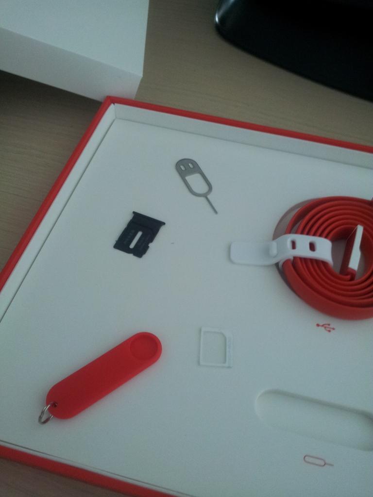 Scula de scos cartela si cablul USB